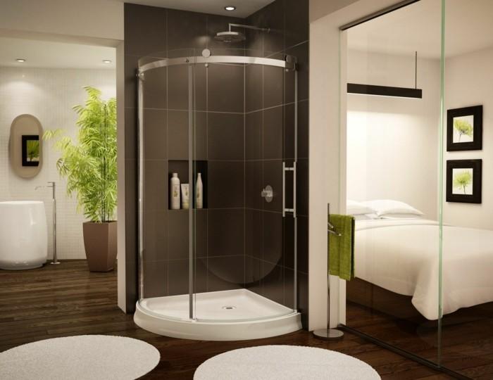 eckbadewanne mit einer tollen duschkabine