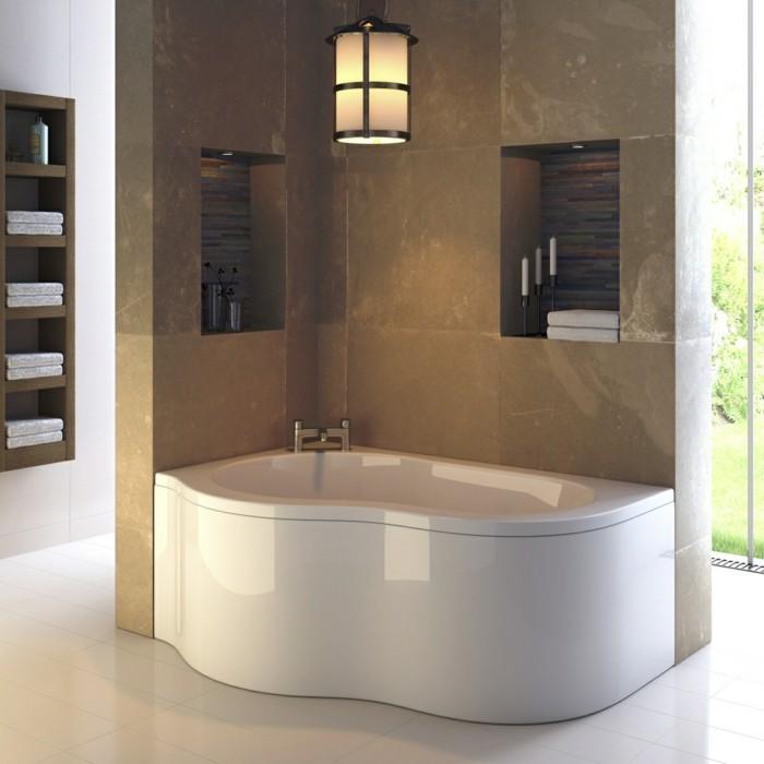 eine gewölbte und längliche badewanne für eine ecke