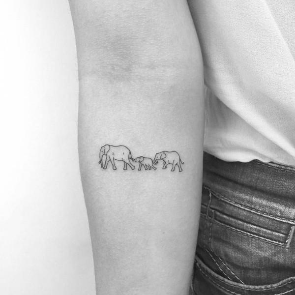 familie aus elefanten kleine tattoos
