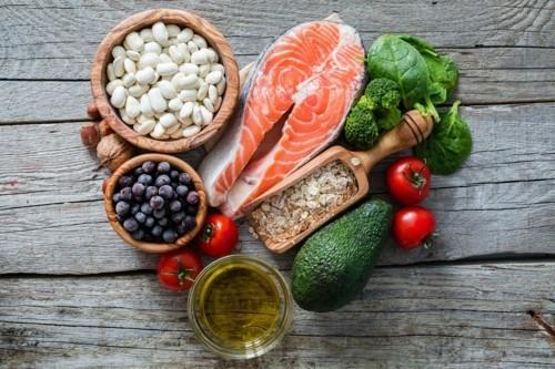 gesunde fette und salate metabolismus ankurbeln