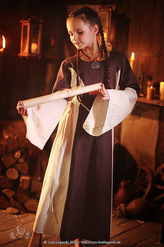 kleine Schülerin Mittelalter Kleidung