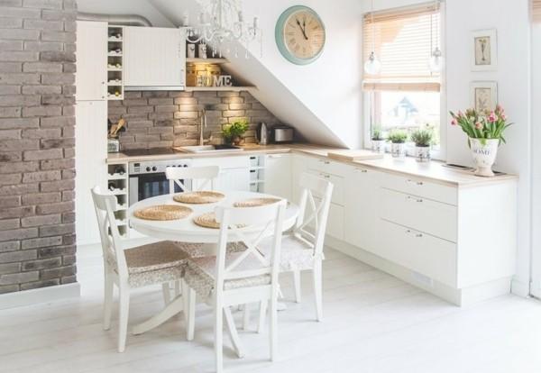 kleine eckküche mit dachschräge
