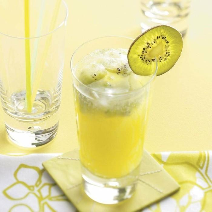 limonade ideen glas auf einem tablett