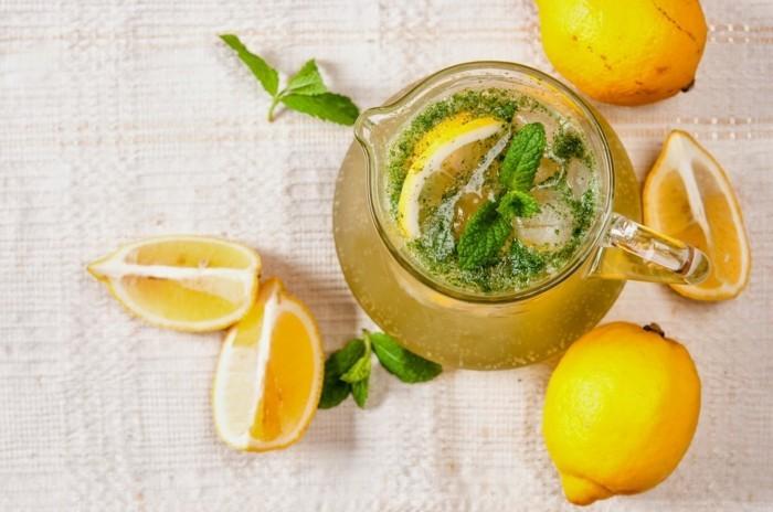 limonade ideen zitronen und grüne deko
