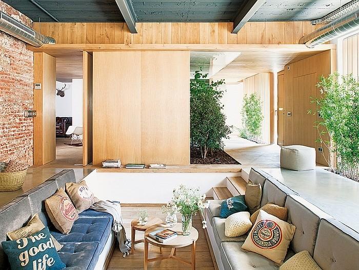loftwohnung wohnzimmer mit kissen deko