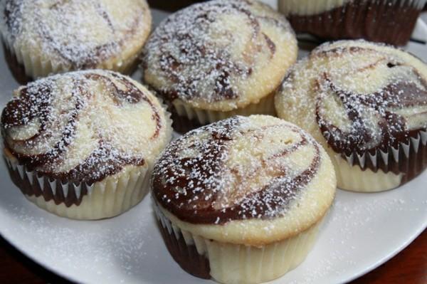 marmor muffins mit vanille und puderzucker