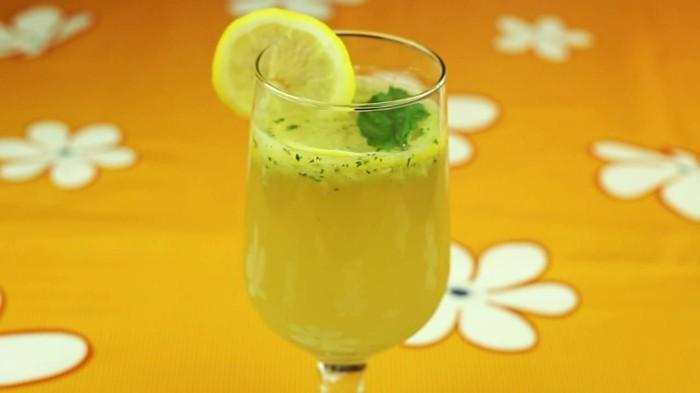 tisch mit blumen limonade ideen