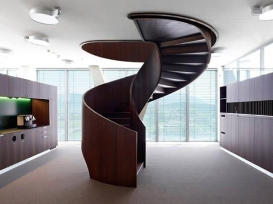 wendeltreppe mit skulpturaler wirkung aus holz