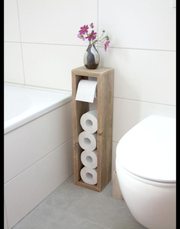 Badezimmer Ideen für kleine Bäder dachschraege klopapier