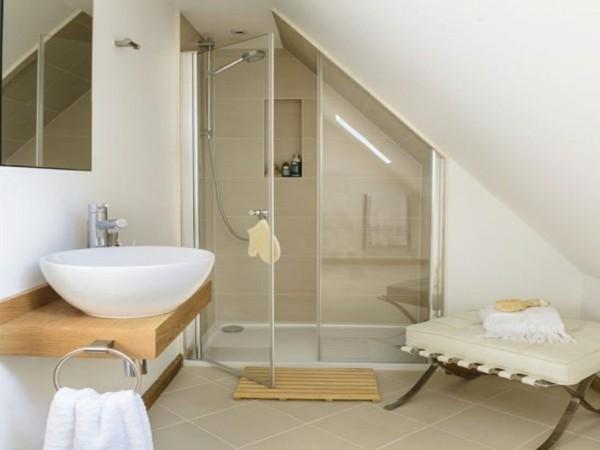 Badezimmer Ideen für kleine Bäder holzlatten duschkabine