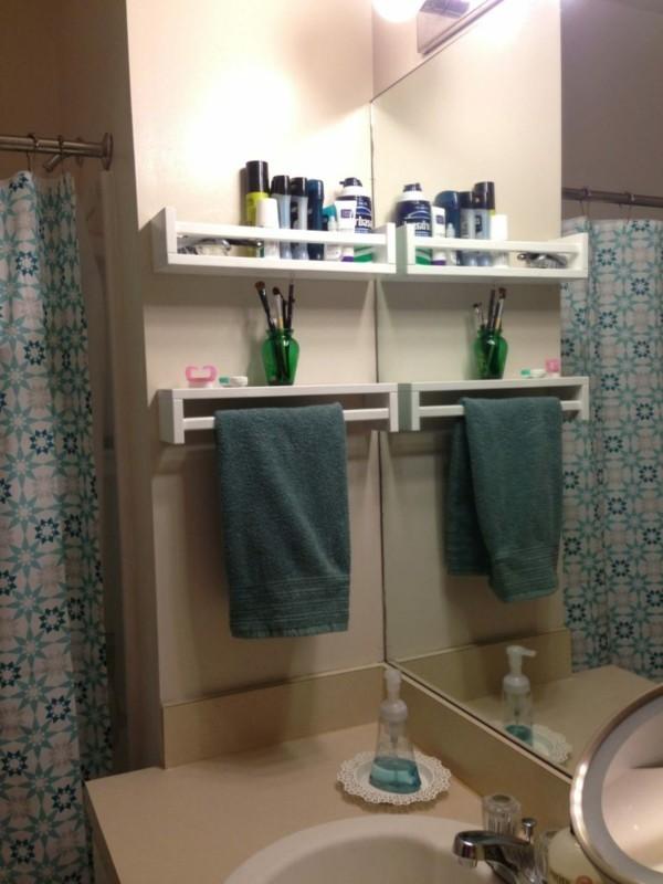 Badezimmer Ideen für kleine Bäder holzlatten wandregal