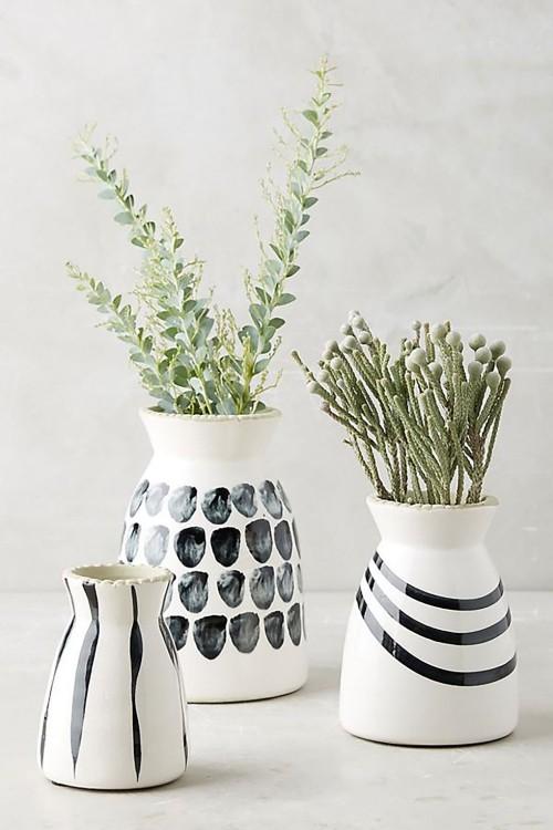 Drei Vasen selbst bemalen mit grünen Zweigen Geburtstagsgeschenke für Mama