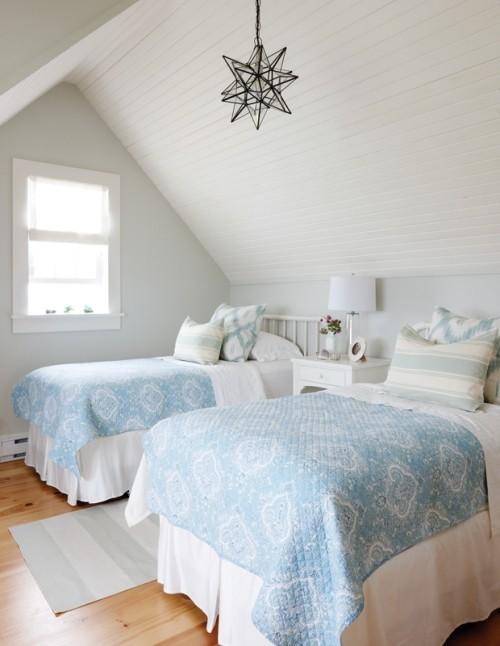 Frische Brise vom Meer blau-weiß gestaltetes Schlafzimmer sehr einladend