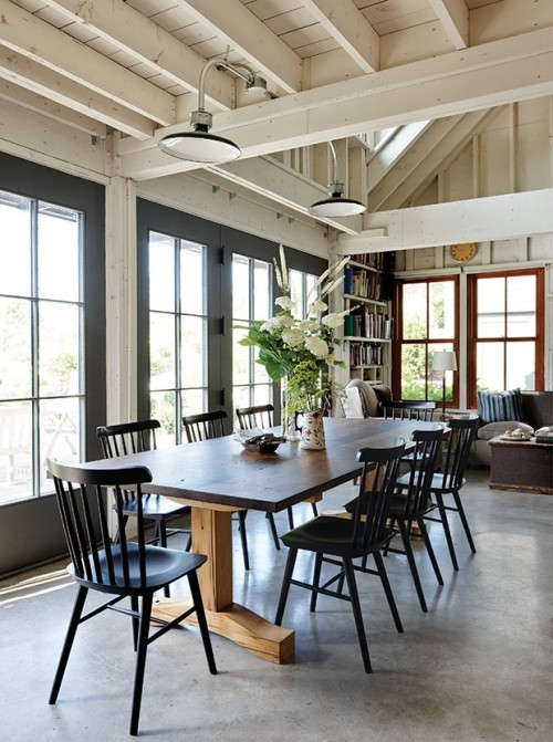 Glas Holz Beton sehr einladend wirkendes Interieur