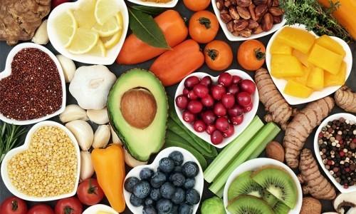 Goldene Regeln gesunde Ernährung frisches Obst Gemüse Nüsse