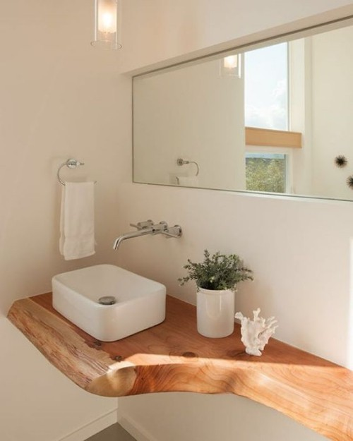 Holz im Bad moderner Waschtisch viele neue Gestaltungsmöglichkeiten Blumentopf Spiegel