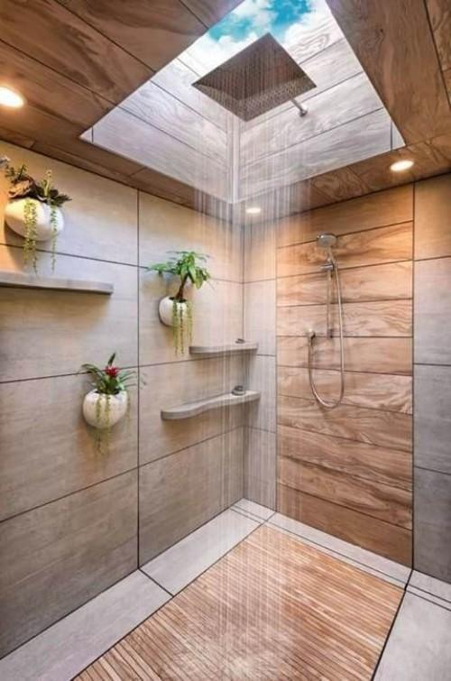 Holz im Bad sehr trendy Fliesen regendusche grüne Pflanzen an der Wand