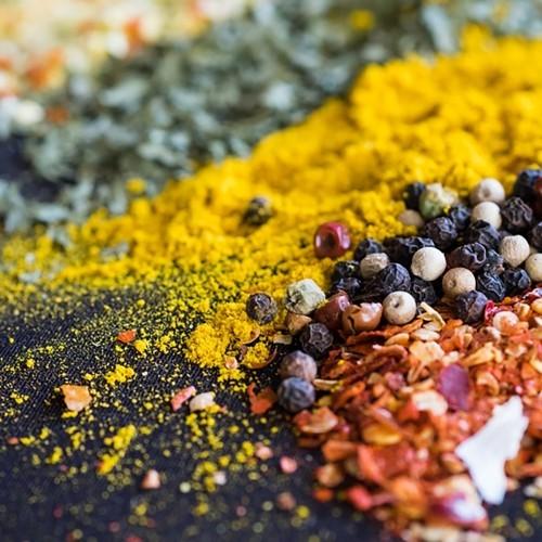 Kurkuma Chili Knoblauch scharf essen Stoffwechsel auf Trab setzen goldene Regeln langes gesundes Leben