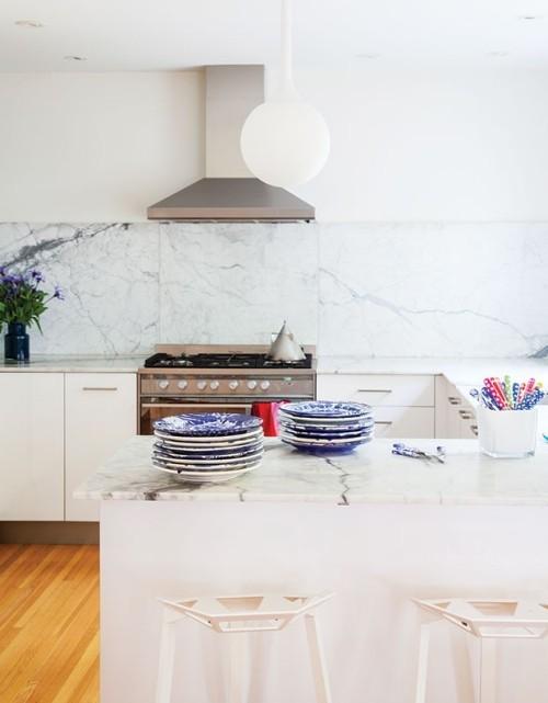 Marmor Küchenrückwand helle moderne Küche
