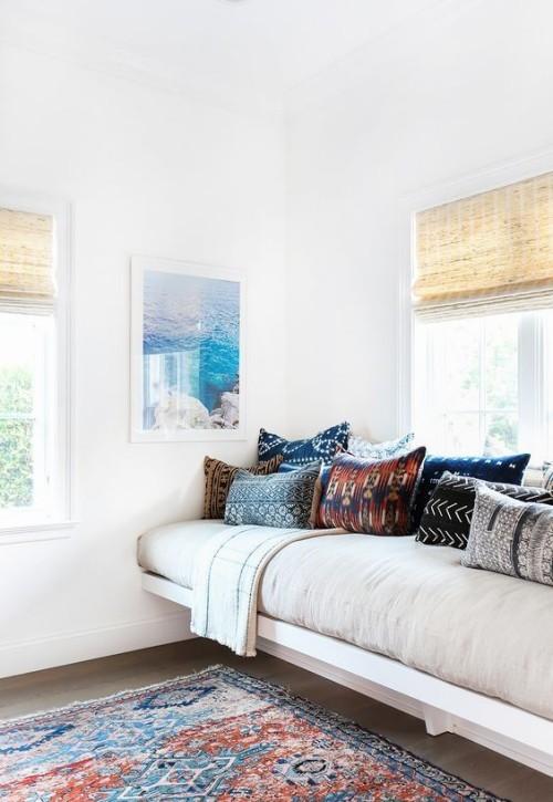 Mediterran wohnen gemütliches Wohnzimmer in weiß