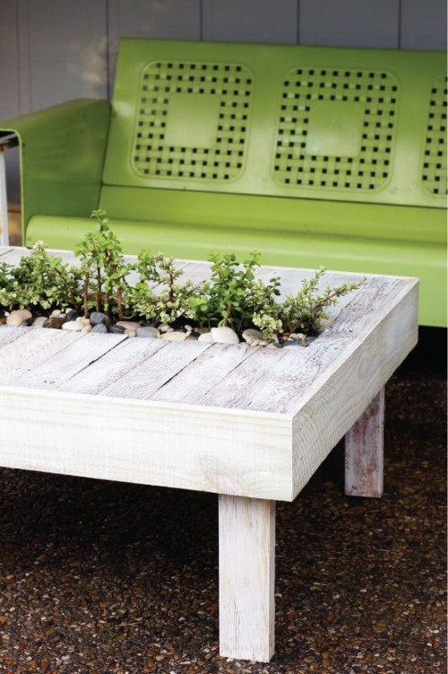 Tolle Idee Bastler Gartentisch selber machen Platz in der Mitte für Blumen vorsehen