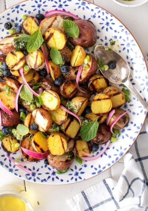 Vegetarische Grillrezepte Salat aus gegrilltem Gemüse frisch knackig