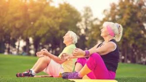 Yoga Pilates im Freien spielen goldene Regeln für gesundes langes Leben
