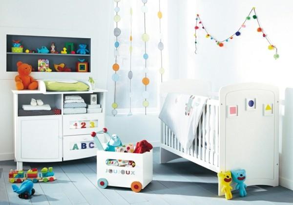 babyzimmer Deko Ideen bunt