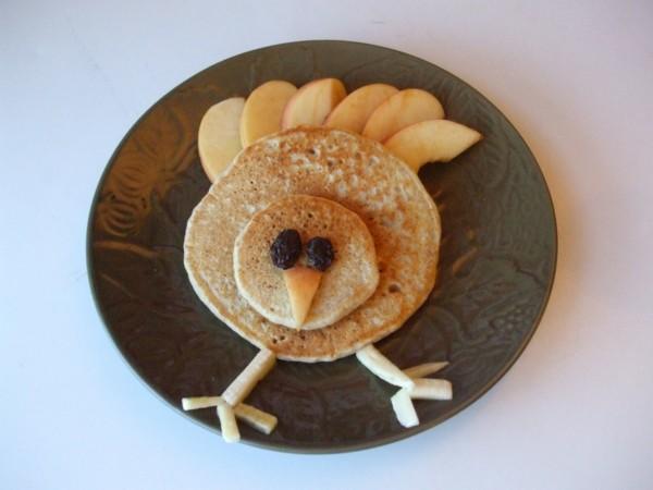 dekoideen basteln mit kindern teller anrichten pfannenkuchen vogel