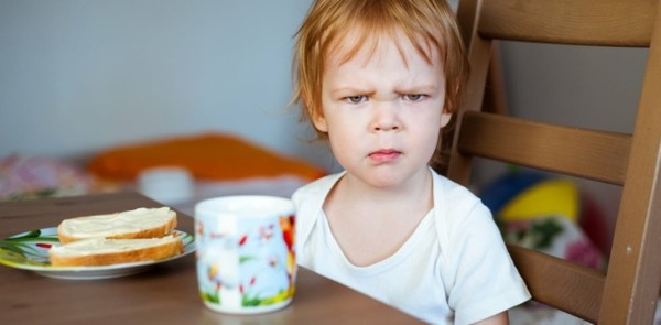 dekoideen basteln mit kindern teller anrichten wird unzufriedenes kind