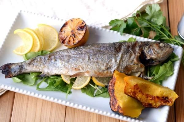 fisch am grill gesunde lebensmittel