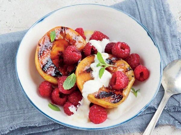 gegrillte früchte gesunde lebensmittel