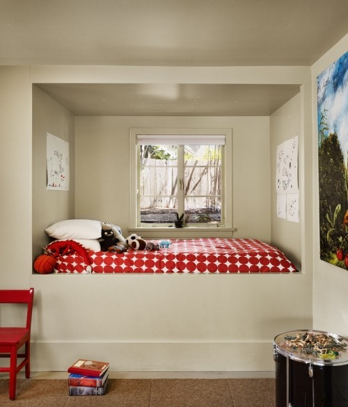 kleine schlafzimmer lebendige rote decke