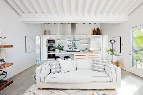 offenes Raumkonzept Wohnzimmer weiße Couch sehr ansprechend