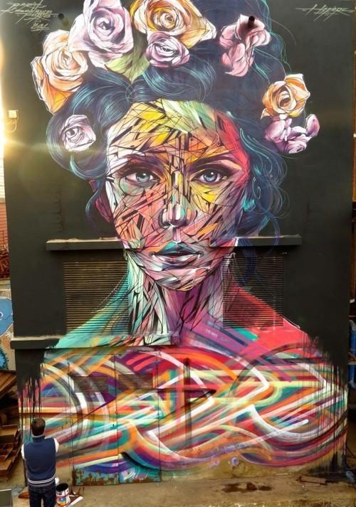 street art frau mit blumen