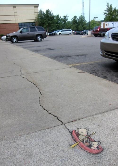 street art maus im fluss