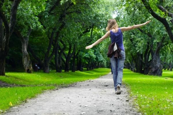 tipps gegen kater spaziergang im park