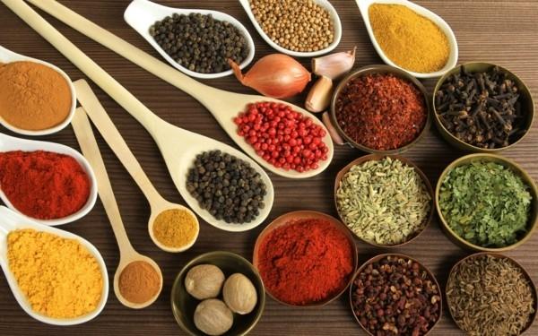 viele scharfe gewürze gesunde lebensmittel