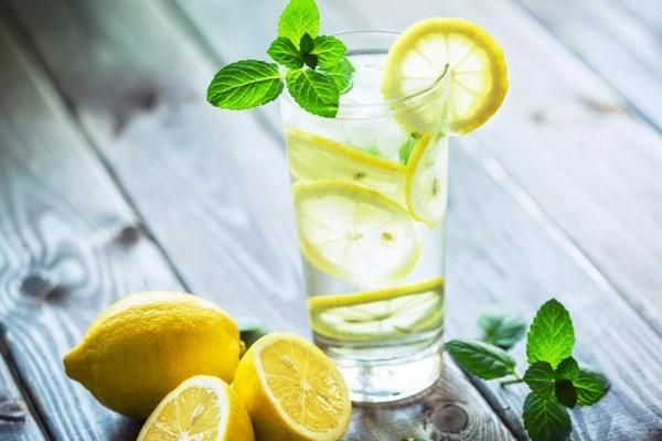 zitronenwasser mit minze tipps gegen kater