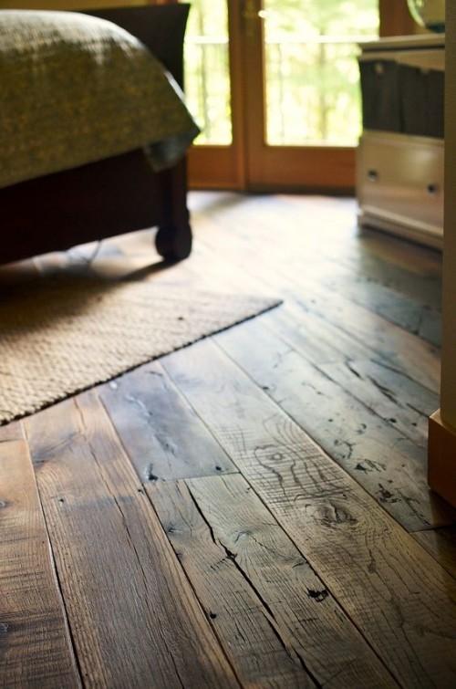 Dunkler Landhausdielen Holzboden etwas dramatisch aussehen
