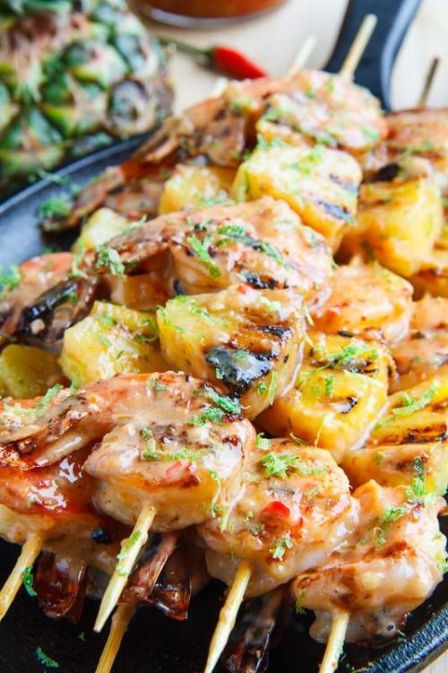 Fisch grillen – Garnelen am Spieß mit Kokosnuss –Ananas Stückchen