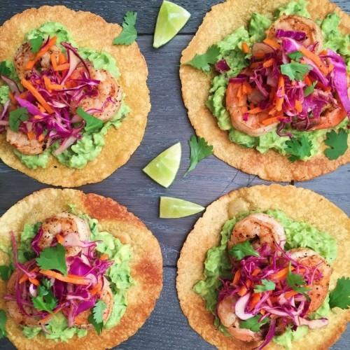 Fisch grillen -Gegrillte Garnelen mit Rotkrautsalat auf Tacos