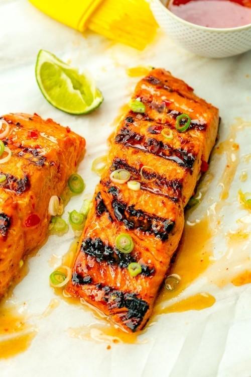 Fisch grillen -Gegrillter Lachs mit Sweet-Chili Sauce