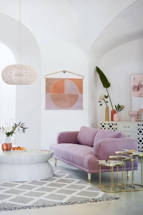 Flieder Farbe letzter Farbtrend Flieder Sofa Highlight mit grauem Teppich gepaart