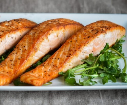 Gesunde Lebensmittel Lachs echter Leckerbissen sehr gesund fürs Herz und Gehirn