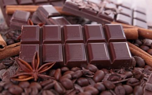 Gesunde Lebensmittel dunkle Schokolade für Genießer schmeckt vorzüglich gut für Gehirn und Seele