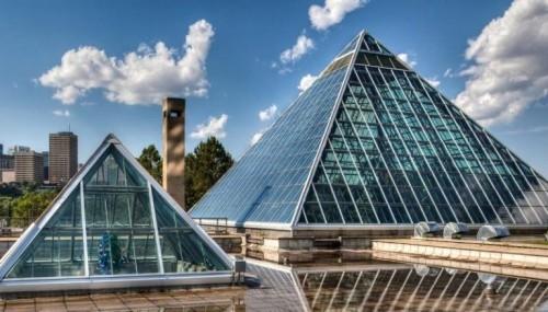 Glaspyramide in Edmonton Alberta Kanada