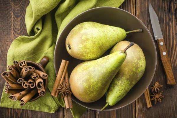 Grüne Birnen gute Quelle gesunder Nährstoffe Superfood für Leute über 50
