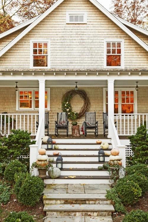 Herbstdeko basteln Treppen zum Haus und Veranda