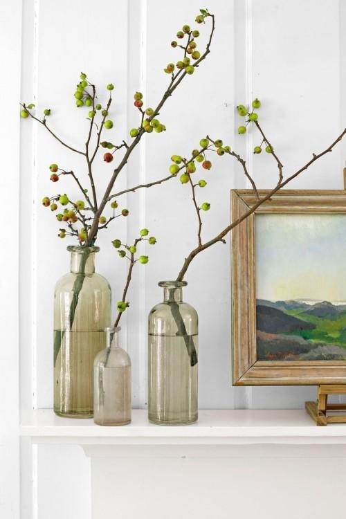 Herbstdeko basteln Zweige in Vasen oder Gläsern die Natur ins Haus bringen